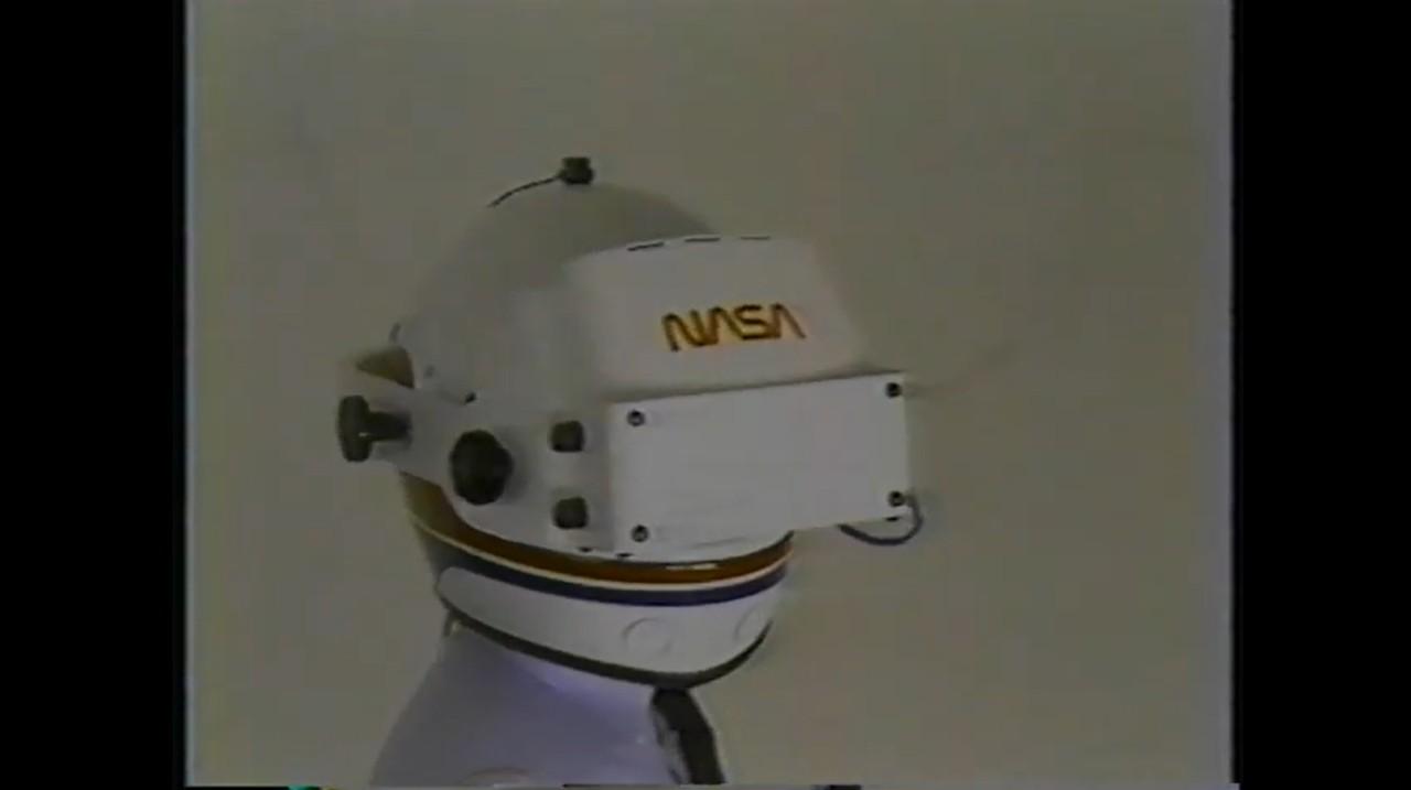 NASA / VPL Research developed VR headset in 2985